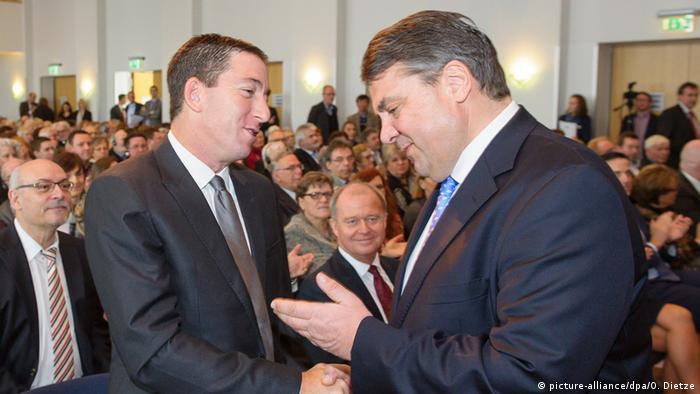 Glenn Greenwald und Sigmar Gabriel Siebenpfeiffer Preisverleihung