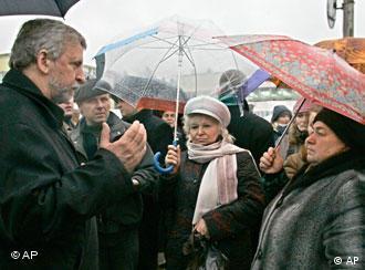 Aleksandr Milinkewitsch bei einem Treffen mit Bürgern der Stadt Polozk, nördlich von Minsk (November 2005)