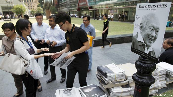 Singapur Staatsgründer Lee Kuan Yew Zeitungen