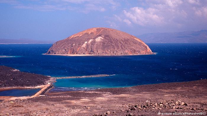 Estreito de Bab el-Mandeb está localizado entre Iêmen, Djibouti e Eritreia