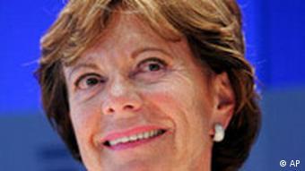 Неели Кроес, комиссар ЕС по по вопросам антимонопольной политики