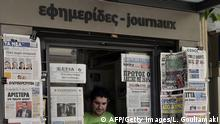 26.05.2014 * Bildunterschrift:Greek newspapers are on display in a press kiosk in Athens on May 26, 2014 following the European Parliament and local elections . Greece's EU vote on Sunday saw an early lead for anti-austerity leftist party Syriza, but also delivered a strong showing for the neo-Nazi Golden Dawn party despite a criminal probe against its leaders. AFP PHOTO / LOUISA GOULIAMAKI (Photo credit should read LOUISA GOULIAMAKI/AFP/Getty Images)