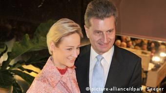 Στιγμιότυπο από δημόσια εμφάνιση το 2008, ως πρωθυπουργός της Βάδης-Βυρτεμβέργης, με τη σύντροφό του Φριντερίκε Μπέγερ