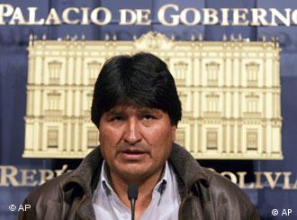 Morales anunció en rueda de prensa que Zapatero le había invitado a España.