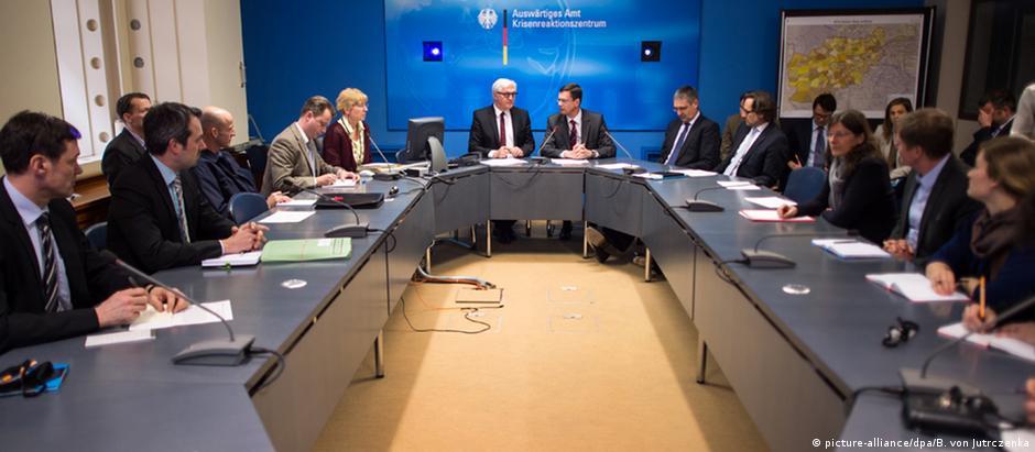 Reunião de emergência no Ministério das Relações Exteriores alemão após o acidente
