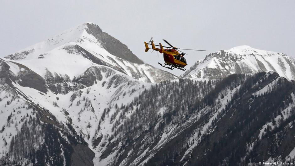 Copiloto teria derrubado avião da Germanwings de propósito | DW | 26.03.2015