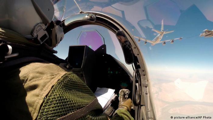 Irak Frankreich Kampfflugzeug (picture-alliance/AP Photo)