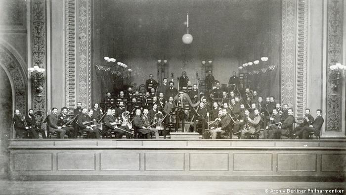 Самая старая из сохранившихся фотографий оркестра, 1888 год