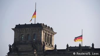 Μεσίστια η σημαία στο γερμανικό κοινοβούλιο
