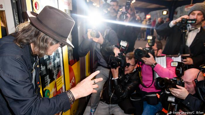 Udo Lindenberg waves from a subway traincar. (Getty Images/C. Bilan)