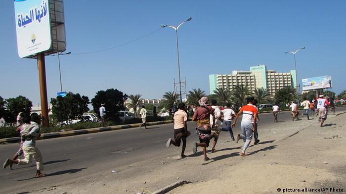 Jemen Flüchtende Zivilisten in Aden
