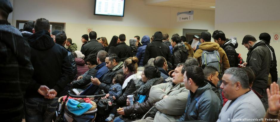 Repartições públicas responsáveis pelo cadastramento de requerentes de asilo estão constantemente cheias