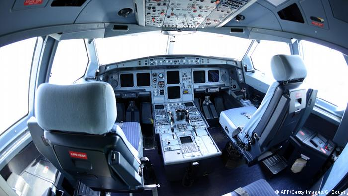 Flugzeug Airbus Cockpit (AFP/Getty Images/G. Bouys)