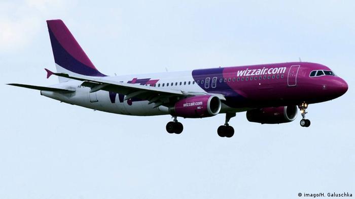 Flugzeug der Airline Wizz Air (imago/H. Galuschka)