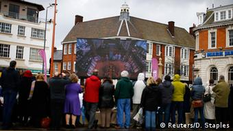 Masses gathered towatch the reburial of King Richard III on a screen near Leicester Cathedral. Copyright: REUTERS/Darren Staples
