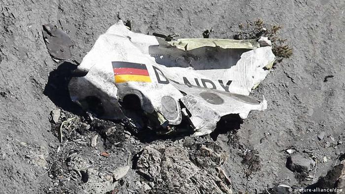 Pedaço da fuselagem do avião da Germanwings que caiu nos Alpes franceses em 2015