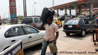 Nigeria Tankstelle in Lagos (AFP/Getty Images/E. Arewa)