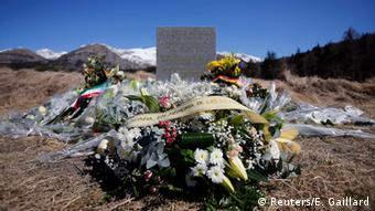 Квіти на місці трагедії рейсу 4U9525