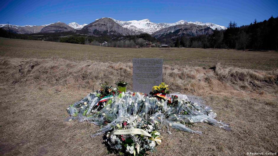 Germanwings coverage shows that depression is still stigmatized   DW   28.03.2015