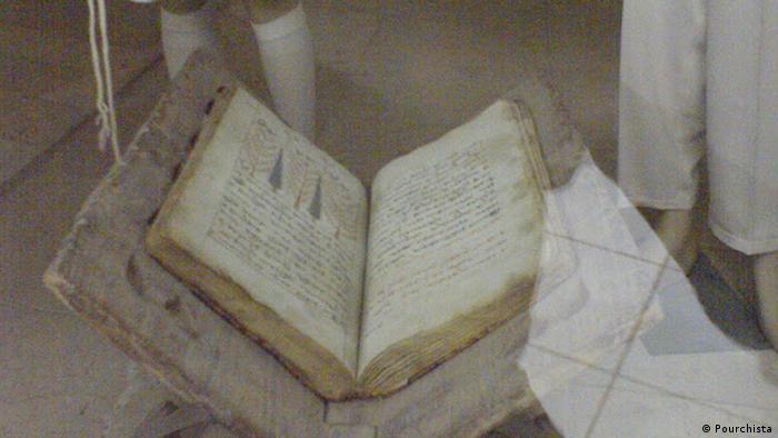 کتاب دینی زرتشتیان اوستا، شامل پنج کتاب است. گاتاها بخشی از کتاب اوستا است که در بردارنده اندیشه و پیام زرتشت است.