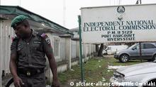epa04682960 A Nigerian policeman on duty outside the Independent National Electoral Commision in the oil rich Niger Delta, Port Harcourt, Nigeria, 28 March 2015. Security has been beefed up as hundreds of thousands of voters are expected to vote in the Nigerian general elections after they were delayed for over a month. Former Nigerian General Muhammadu Buhari is the main contender against incumbent President Goodluck Jonathan, who is seeking a second term in office. EPA/TIFE OWOLABI