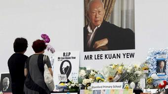 People pay their respects to the late first prime minister Lee Kuan Yew