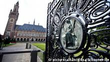 ARCHIV - A view of the Peace Palace in The Hague, The Netherlands, 27 August 2013, one day ahead of the celebration of the building's 100th anniversary. Photo: EPA/GUUS SCHOONEWILLE (zu dpa Korr-Bericht Der Schneeball rollt: Israel droht Prozess vor Weltstrafgericht vom 27.03.2015) +++(c) dpa - Bildfunk+++