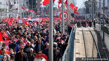 Tunesien Protestmarsch gegen Extremismus