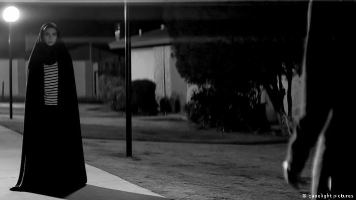 Film - a girl walks home alone at night (capelight pictures)