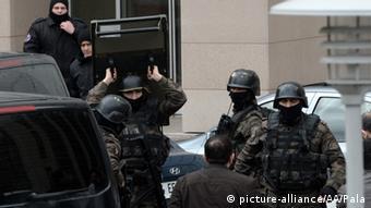 Istanbul Linksextreme nehmen Staatsanwalt als Geisel