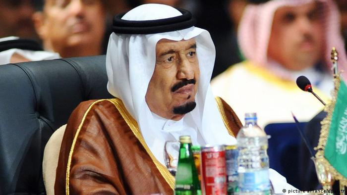 Saudi King, Salman bin Abdulaziz al-Saud (L), attends the opening session of the Arab Leaders summit, Sharm al-Sheikh, Egypt, 28 March 2015 (Photo: EPA/STR +++(c) dpa - Bildfunk+++)