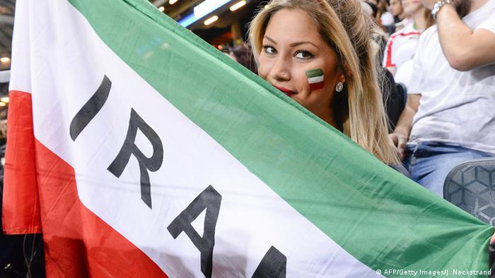 Navijačica Irana na utakmici Švedska - Iran 31.3.2015.