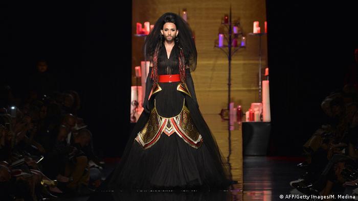 565951211224a ابنة رئيس الشيشان تطلق مجموعتها الأولى للأزياء