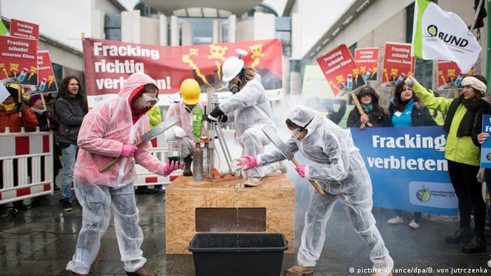Акція протесту проти фрекінгу в Берліні