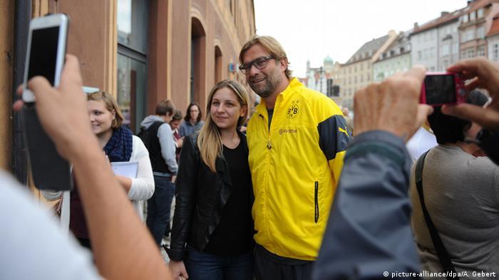 Jürgen Klopp meets fans