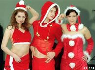Modisches Weihnachtsmann-Kostüm. Quelle: ap