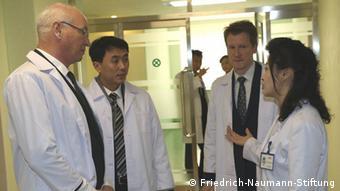 Ларс-Андре Рихтер (второй справа) в Северной Корее