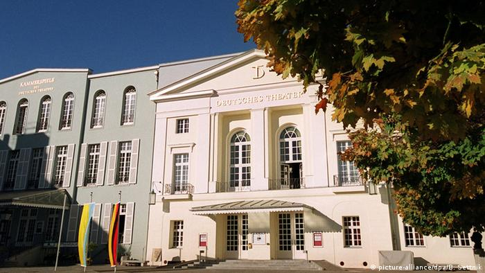 Berlin Deutsches Theater (picture-alliance/dpa/B. Settnik)