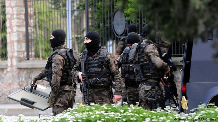 Полицейские в Стамбуле