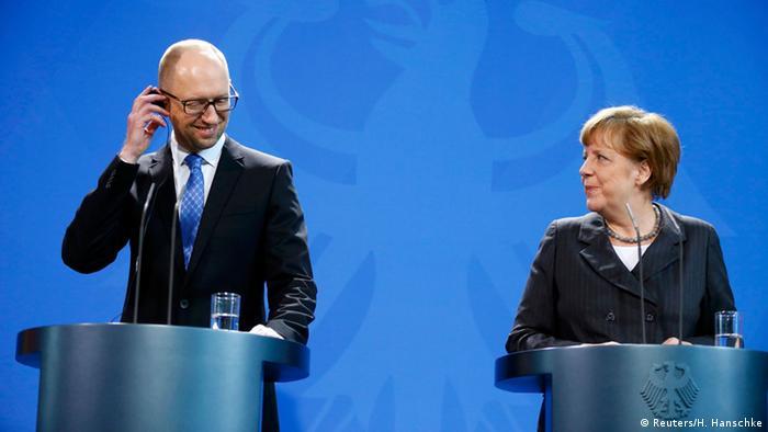 Der ukrainischer Ministerpräsident Jazenjuk und Bundeskanzlerin Merkel bei der Pressekonferenz nach ihrem Gespräch Foto: REUTERS