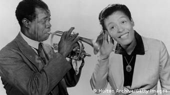 Billie Holiday mit Louis Armstrong (Foto: Hulton Archive/Getty Images)
