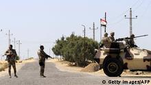 Ägypten Militär in Sinai Straße bei Rafah Soldaten