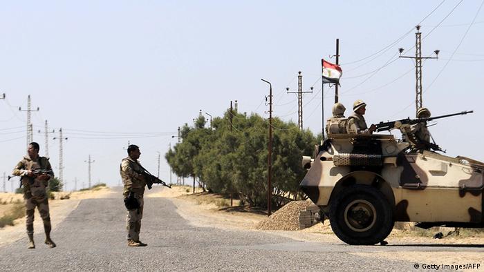 Ägypten Militär in Sinai Straße bei Rafah Soldaten (Getty Images/AFP)