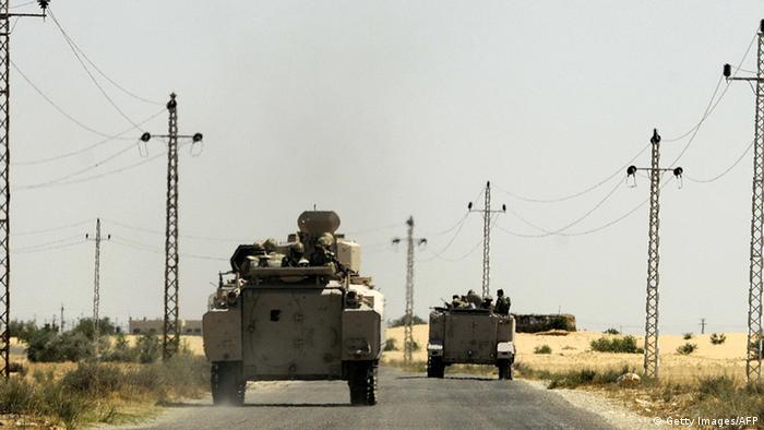 Ägypten Militär in Sinai Straße bei Rafah Panzer