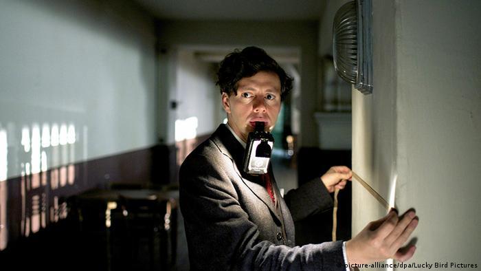 O artesão e inventor Georg Elser, interpretado por Christian Friedel