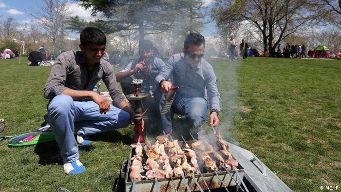 به لحاظ خوشبختی و احساس رضایت از زندگی، جایگاه ایران از رتبه ۸۲ در بین سالهای ۲۰۱۷ تا ۲۰۱۹ به رتبه ۷۷ از میان ۹۵ کشور در سال ۲۰۲۰ ارتقا یافته است.