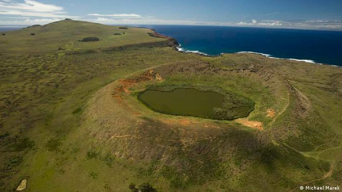 Rano Raraku volcano on Easter Island (Photo: Michael Marek)