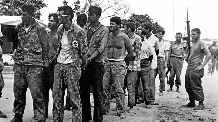 Април, 1961: арестувани кубински емигранти след неуспешния опит за сваляне на режима на Кастро в Куба