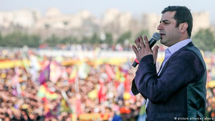 Selahattin Demirtas Newroz Istanbul Kurden