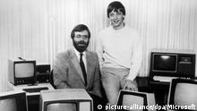 Paul Allen (L) pictured with Bill Gates in 1981 (picture-alliance/dpa/Microsoft)
